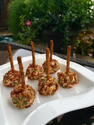 Game Day Mini Pimento Cheese Ball Bites